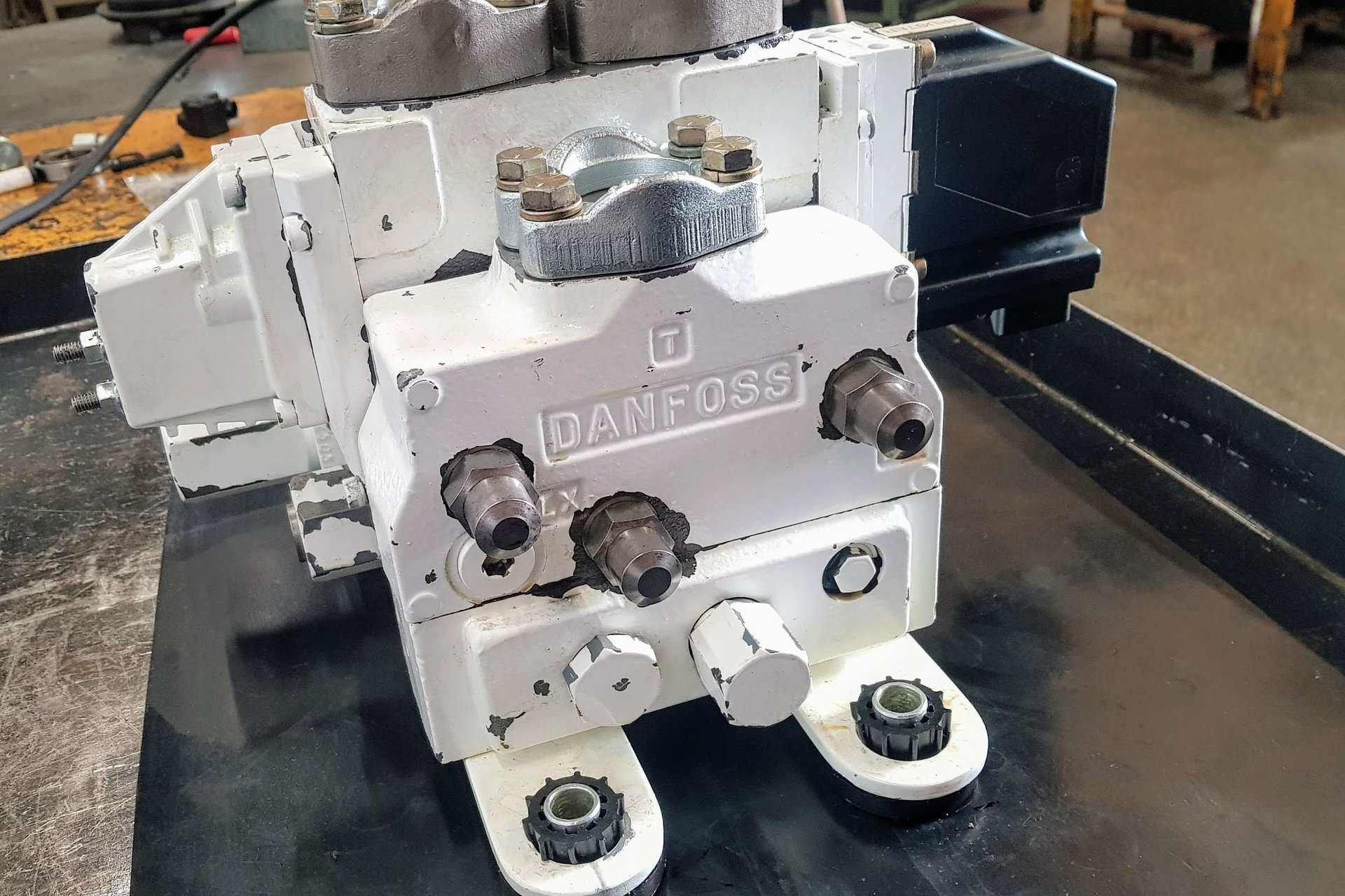 Réparation pompes moteurs et distributeurs 04.42.84.44.88 contact@hydrosafe.fr
